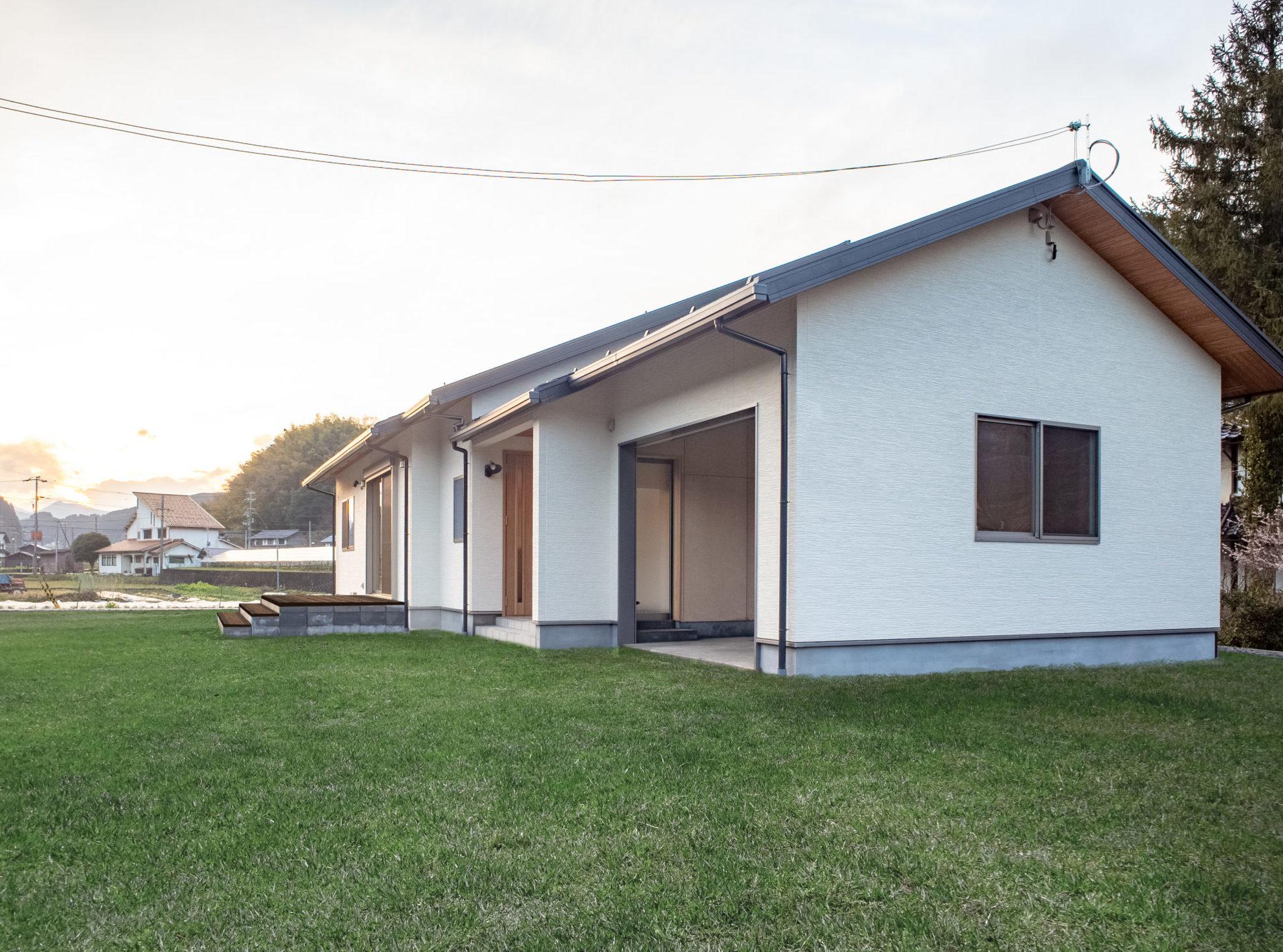 福知山市「ボタニカルな色が映える家」
